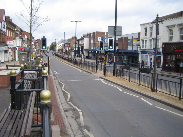 File:Dunstable, The A5 High Street (North) - geograph.org.uk