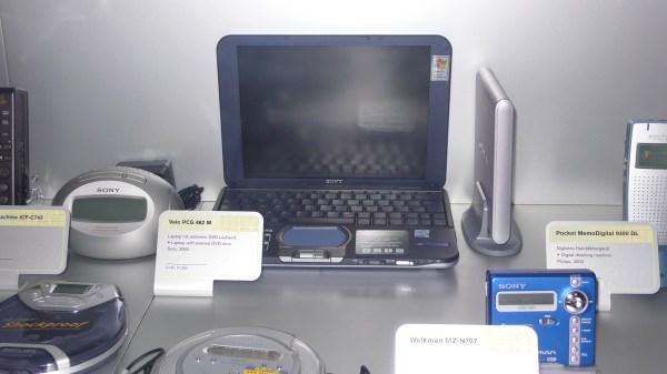 File:VAIO PCG 462 M - Sony, 2002.jpg - Wikimedia Commons