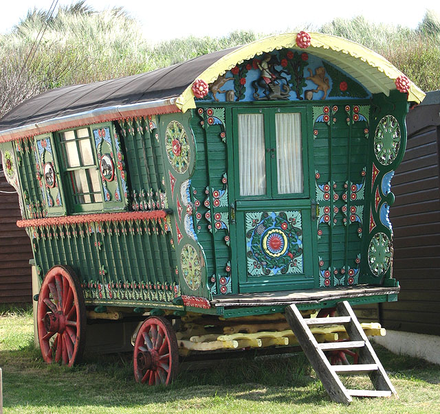 https://i1.wp.com/upload.wikimedia.org/wikipedia/commons/2/2c/A_gypsy_caravan_-_geograph.org.uk_-_802765.jpg