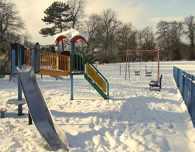 English: Play area, Muchall Park, Penn, Wolver...