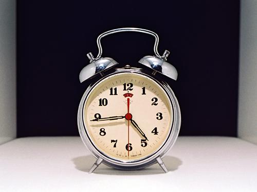 https://i1.wp.com/upload.wikimedia.org/wikipedia/commons/2/2e/RelojDespertador.jpg