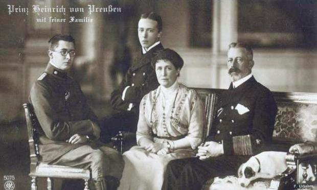 Prince Henry and Princess Irene with their children, circa 1912 (Photo credit: Ferdinand Urbahns via Wikimedia Commons).