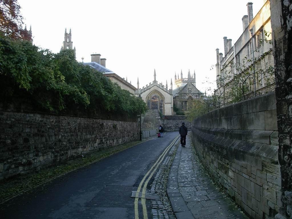 Queen S Lane Wikipedia