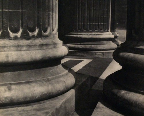 English: Pillars