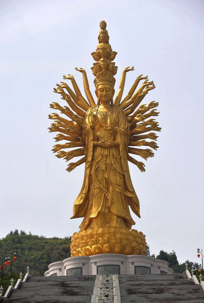 Статуя богини Гуаньинь в Чанше.jpg