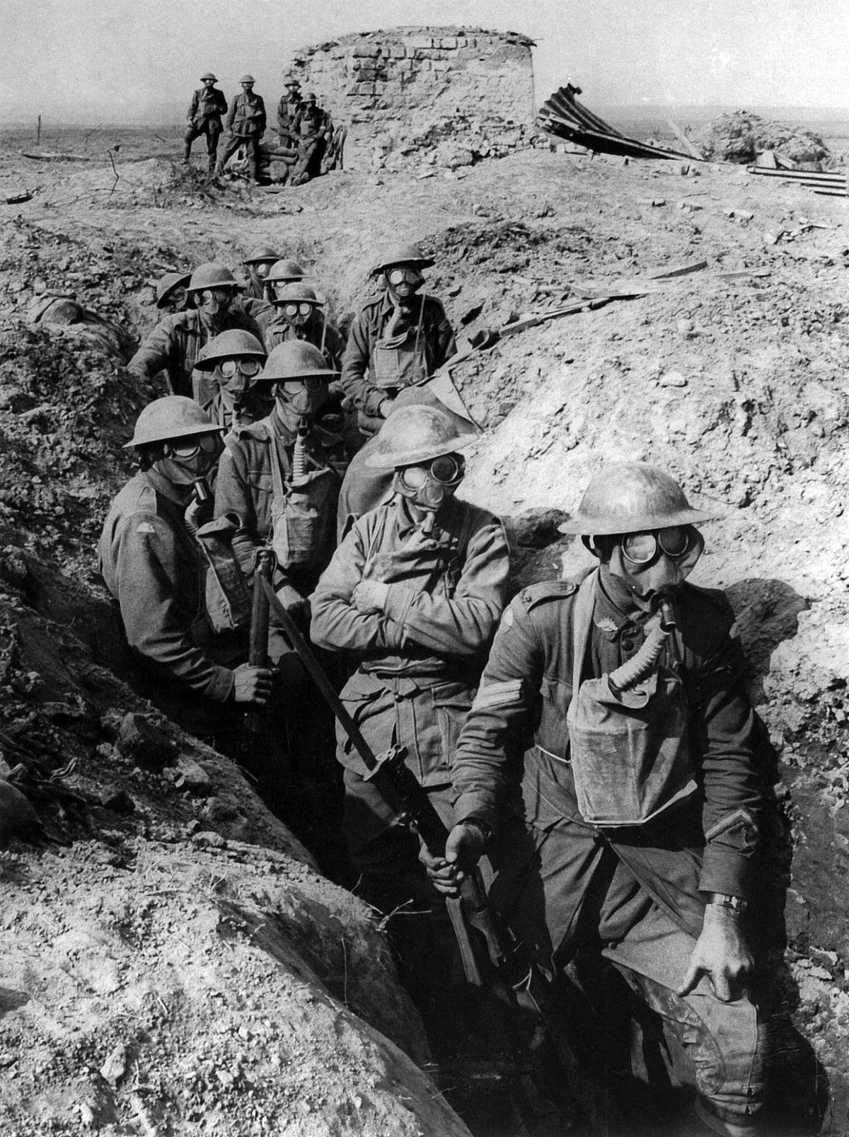 https://i1.wp.com/upload.wikimedia.org/wikipedia/commons/3/34/Australian_infantry_small_box_respirators_Ypres_1917.jpg