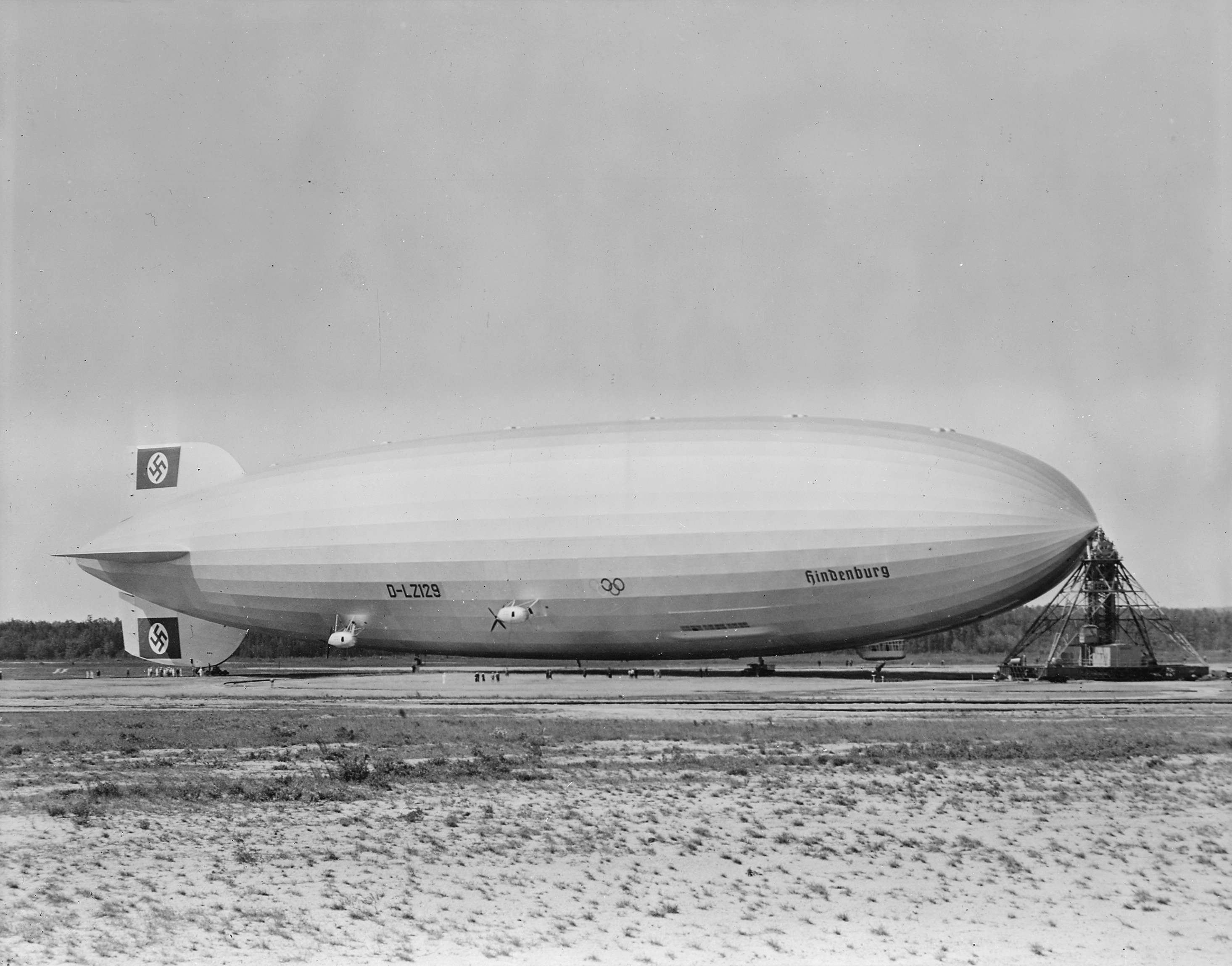 Hindenburg_at_lakehurst.jpg