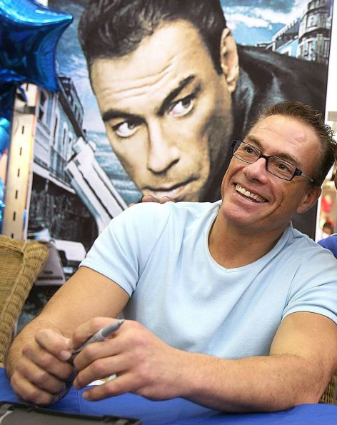 https://i1.wp.com/upload.wikimedia.org/wikipedia/commons/3/37/Jean-Claude_Van_Damme_June_2%2C_2007_mirrored.jpg?resize=472%2C595&ssl=1