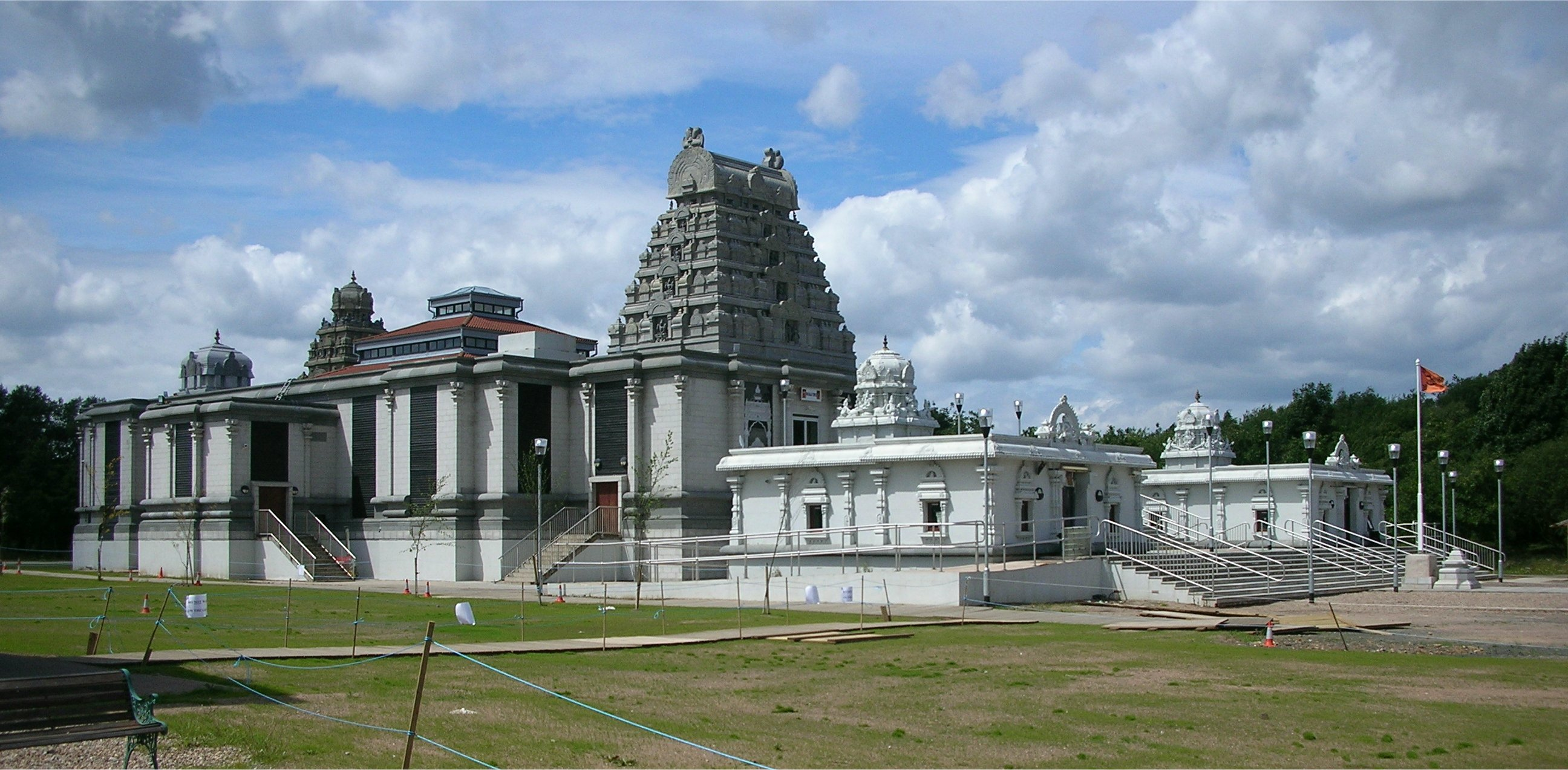 English: The Tividale Tirupathy Balaji Temple ...