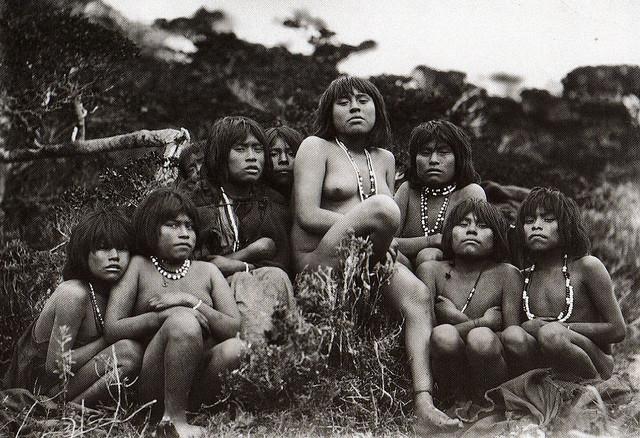 Mulheres yagan em fotografia do século XIX