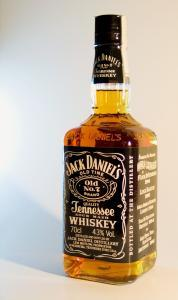 A Jack Daniel's Tennessee Whiskey bottle Ţzâşj...