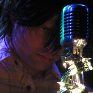 """//upload.wikimedia.org/wikipedia/commons/3/39/Ryan-adams-live.jpg"""" cannot be displayed, because it contains errors."""
