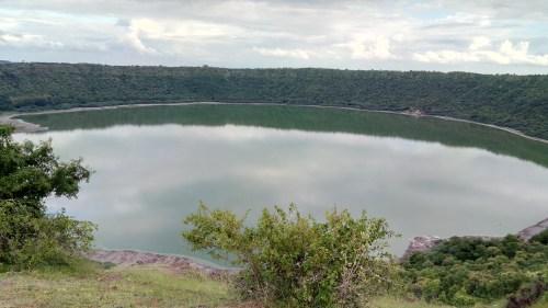 https://i1.wp.com/upload.wikimedia.org/wikipedia/commons/3/3b/Lonar_Crater_Lake.jpg?resize=500%2C281&ssl=1