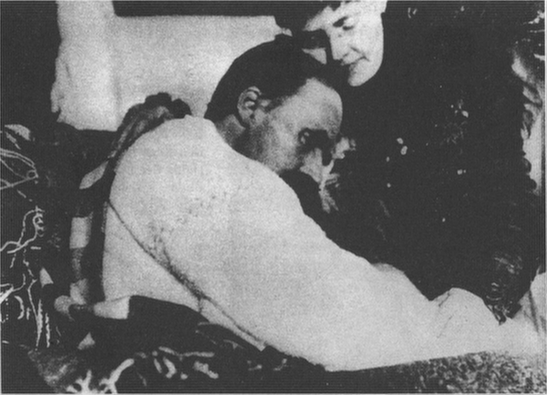 Nietzsche y ¿su hermana?, en una foto de 1899