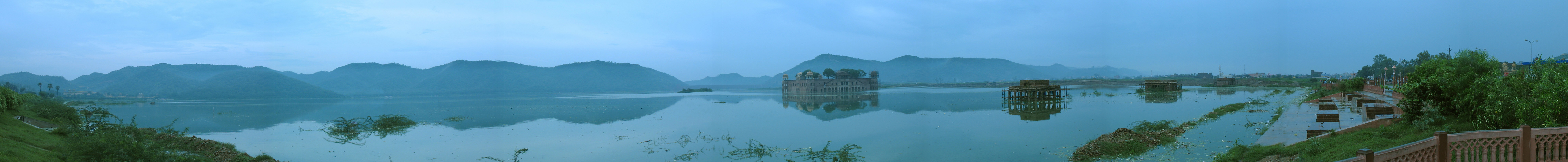 English: Jal Mahal in Jaipur Rajastan. This pa...