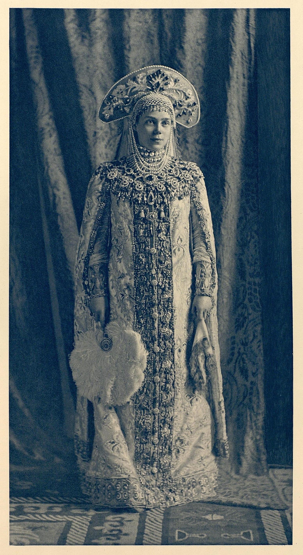https://i1.wp.com/upload.wikimedia.org/wikipedia/commons/3/3d/1903_ball_-_Xenia_Alexandrovna_of_Russia.jpg