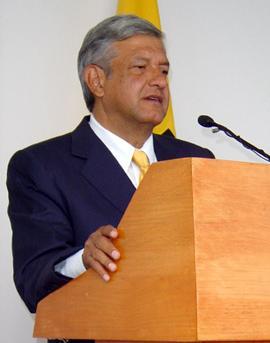 El Lic. Andrés Manuel López Obrador en confere...