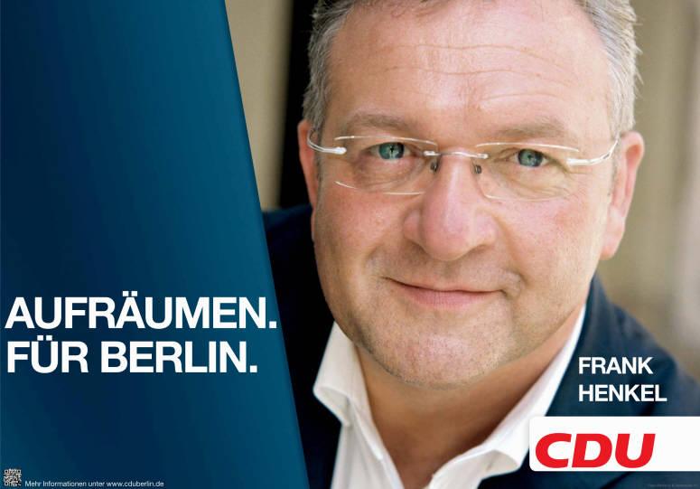 """Innensenator Frank Henkel (CDU). Wahlplakat. Zitat&#58 """"Aurfäumen für Berling"""" (Eng.: Clean-up for Berlin)"""