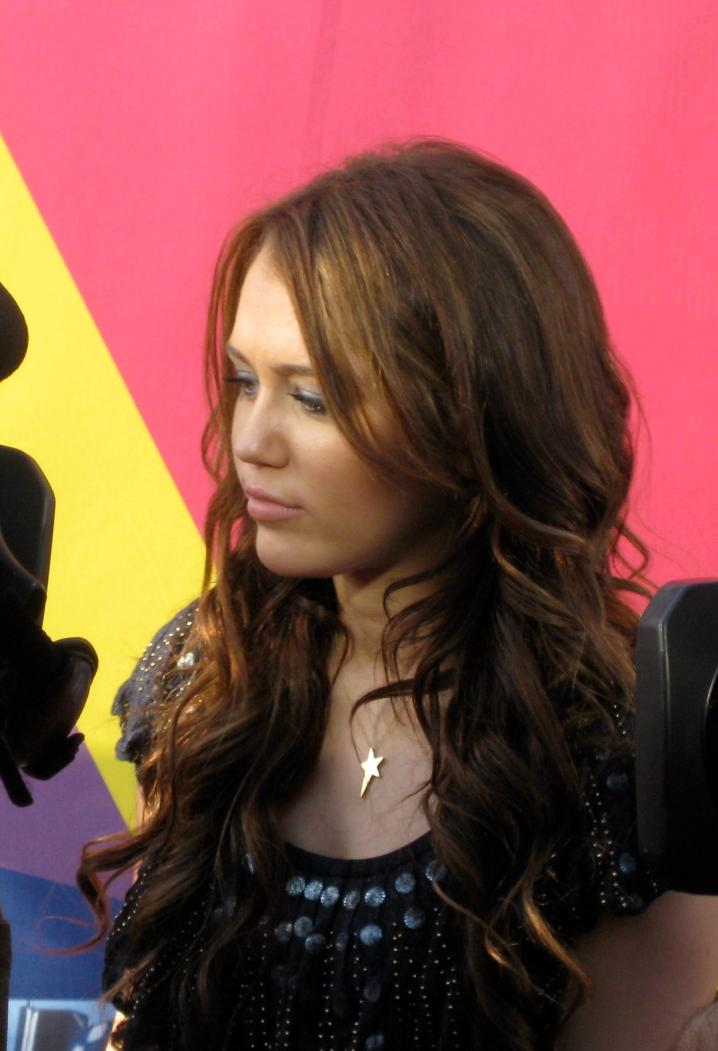 English: Miley Cyrus at the 2008 MTV Video Mus...