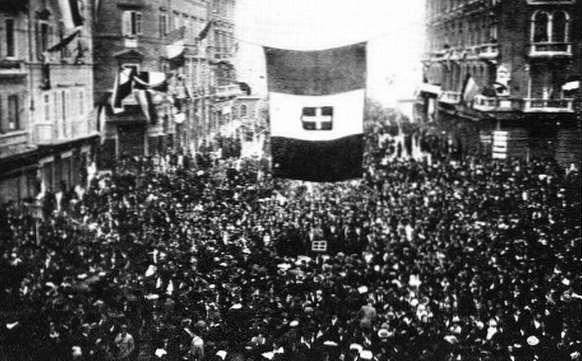 File:Fiume cheering D'Annunzio.jpg