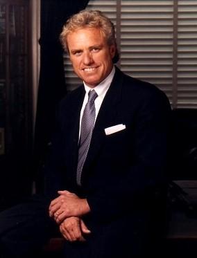 https://i1.wp.com/upload.wikimedia.org/wikipedia/commons/4/41/Joe_Kennedy_II.jpg
