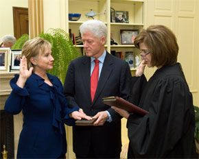 English: Hillary Clinton takes oath-of-office ...