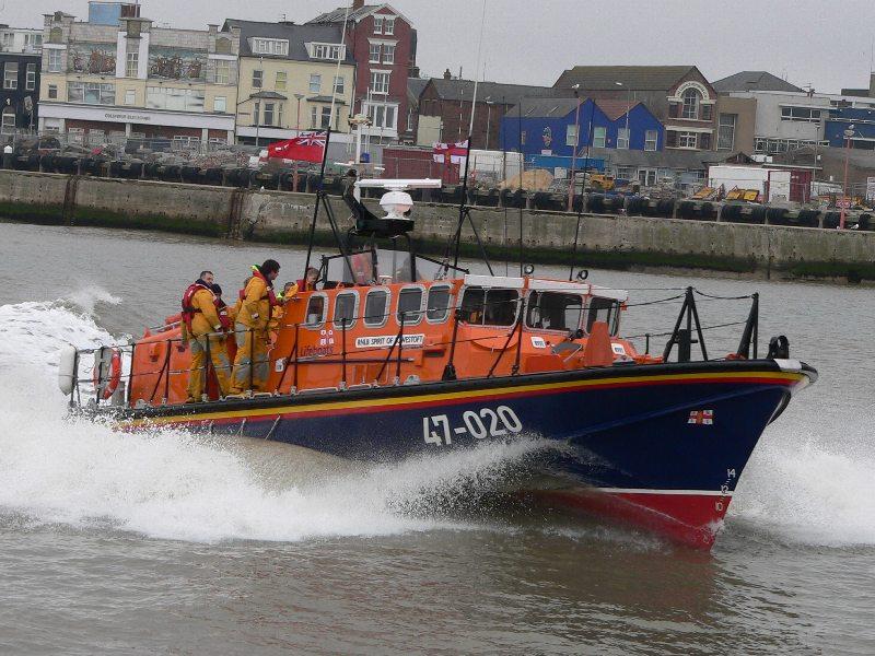 https://i1.wp.com/upload.wikimedia.org/wikipedia/commons/4/43/Tyne_class_lifeboat_at_Lowestoft.jpg