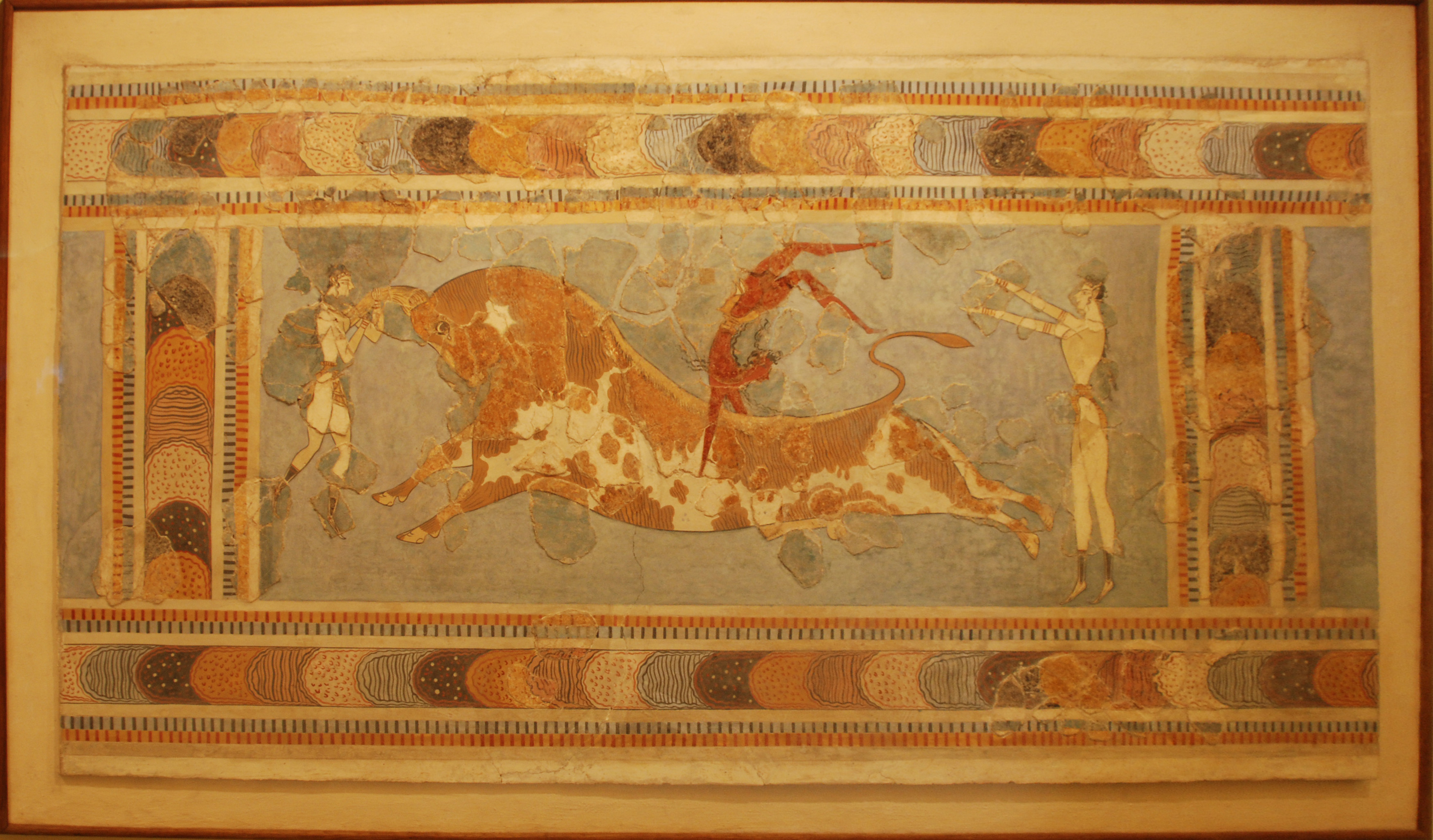 Bull leaping, fresco from the Great Palace at Knossos, Crete, Heraklion Archaeological Museum.jpg