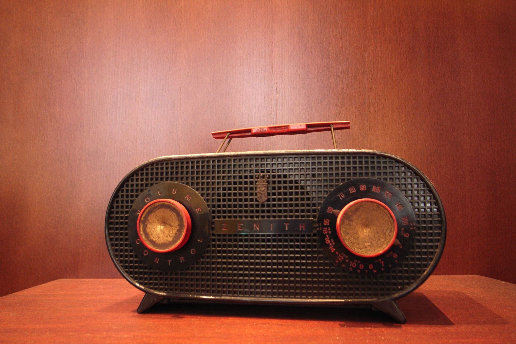 Old school radio with two knobs