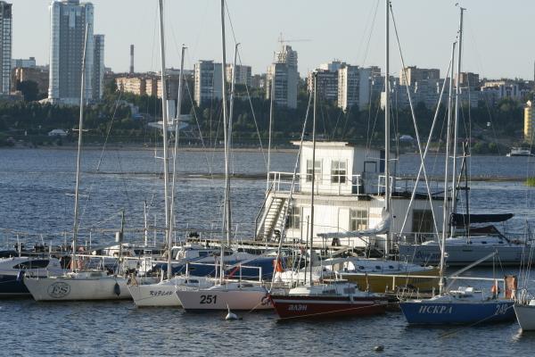 File:Yacht club1.jpg