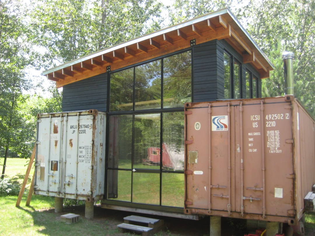 Shipping container architecture - cottage