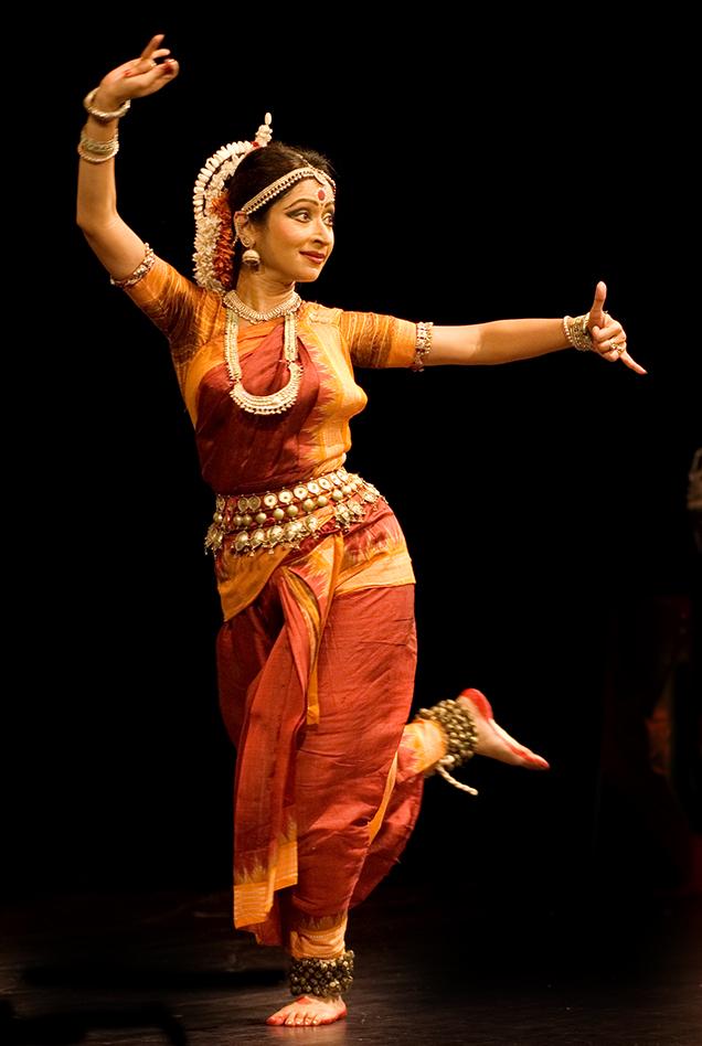 English: Nandini Ghosal performing an Indian c...
