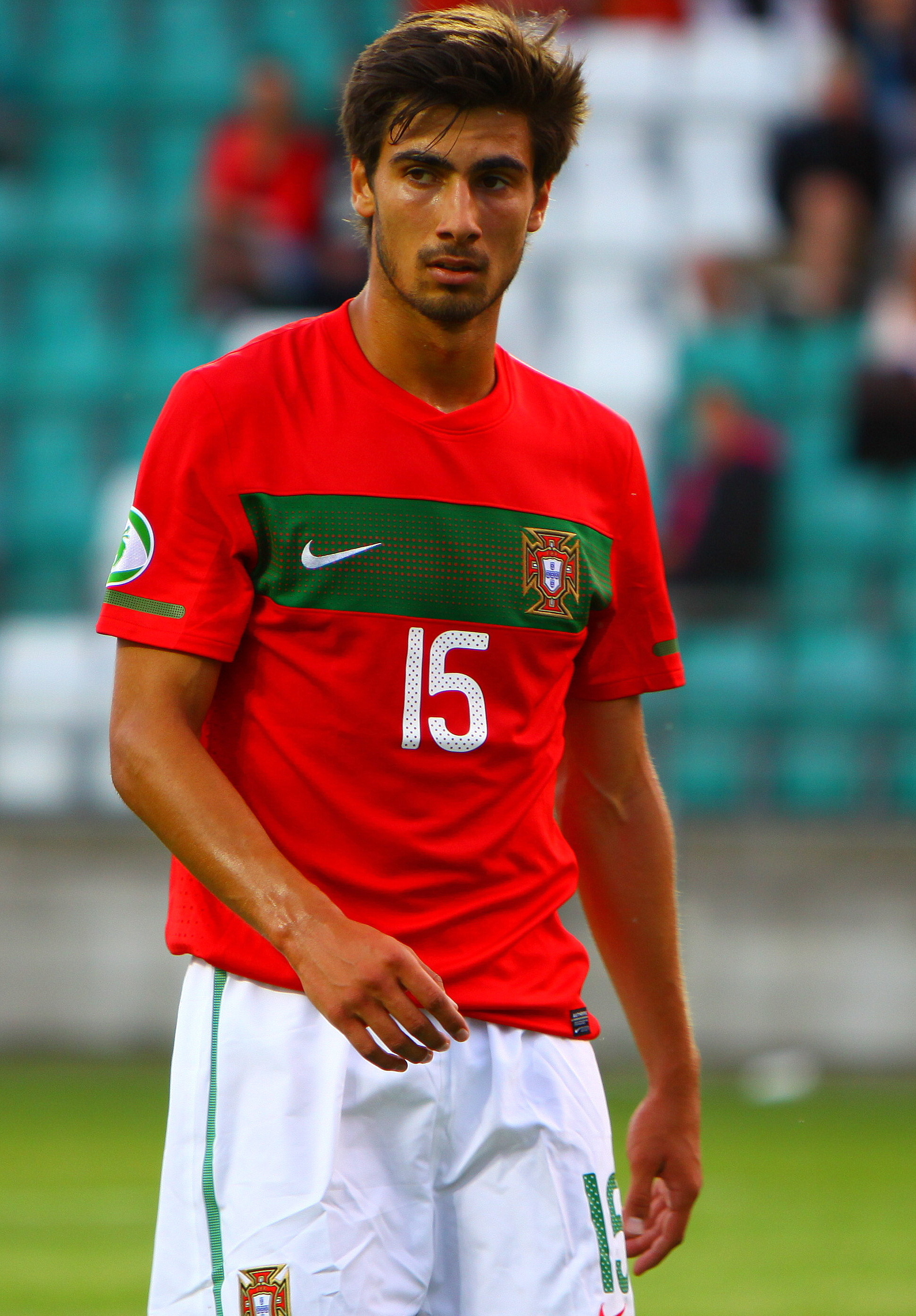 Classify Portuguese Football Player Andre Gomes