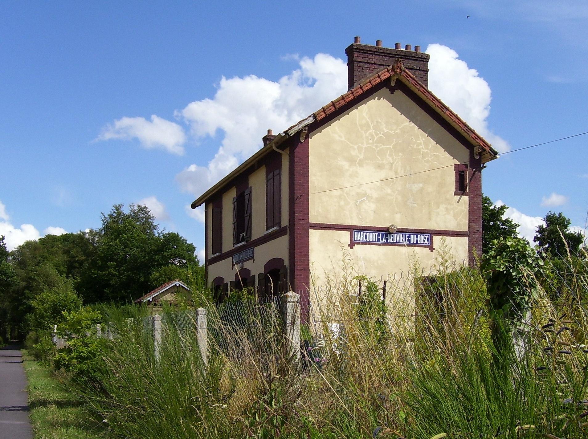 alter stillgelegter Bahnhof zwischen Harcourt und La-Neuville-du-Bosc, eigenes Foto (auf commons), Lizenz:public domain