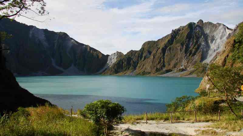 fun facts about philippines: a lake inside a volcano