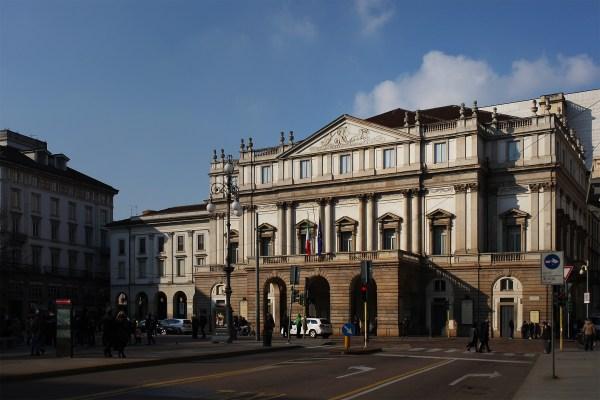 File:Veduta di tre quarti della facciata del Teatro alla ...