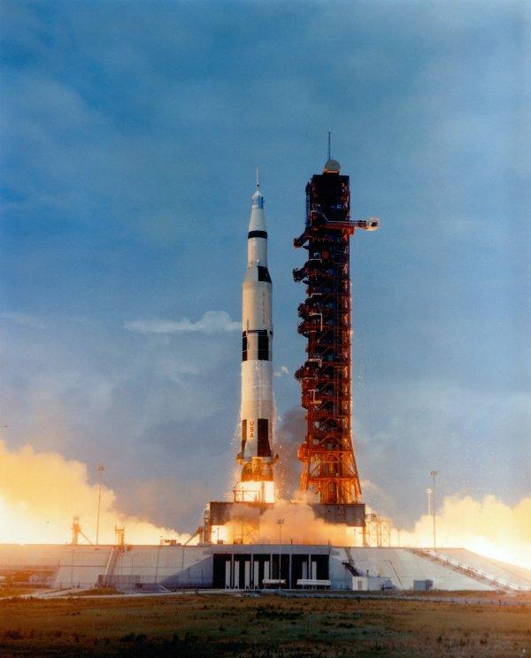 Súbor:Apollo 10 Saturn V immediately after lift-off.jpg ...