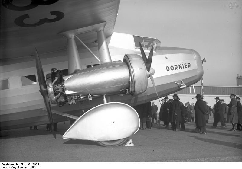 https://i1.wp.com/upload.wikimedia.org/wikipedia/commons/4/4e/Bundesarchiv_Bild_102-12984%2C_Berlin%2C_Gro%C3%9Fflugzeug_%22Do_K%22.jpg