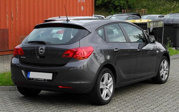 File:Opel Astra (J) – Heckansicht, 21. Juni 2011 ...