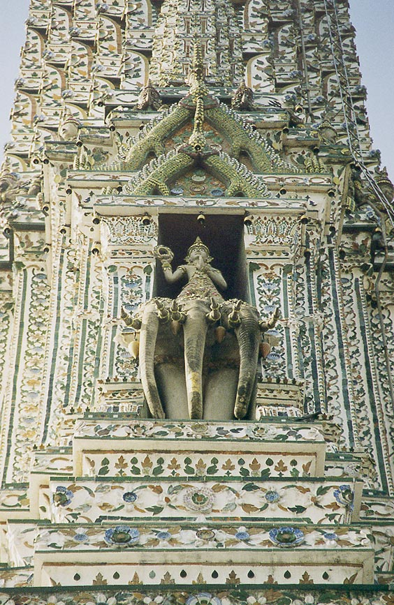https://i1.wp.com/upload.wikimedia.org/wikipedia/commons/5/51/Bangkok_Wat_Arun_Phra_Prang_Indra_Erawan.jpg