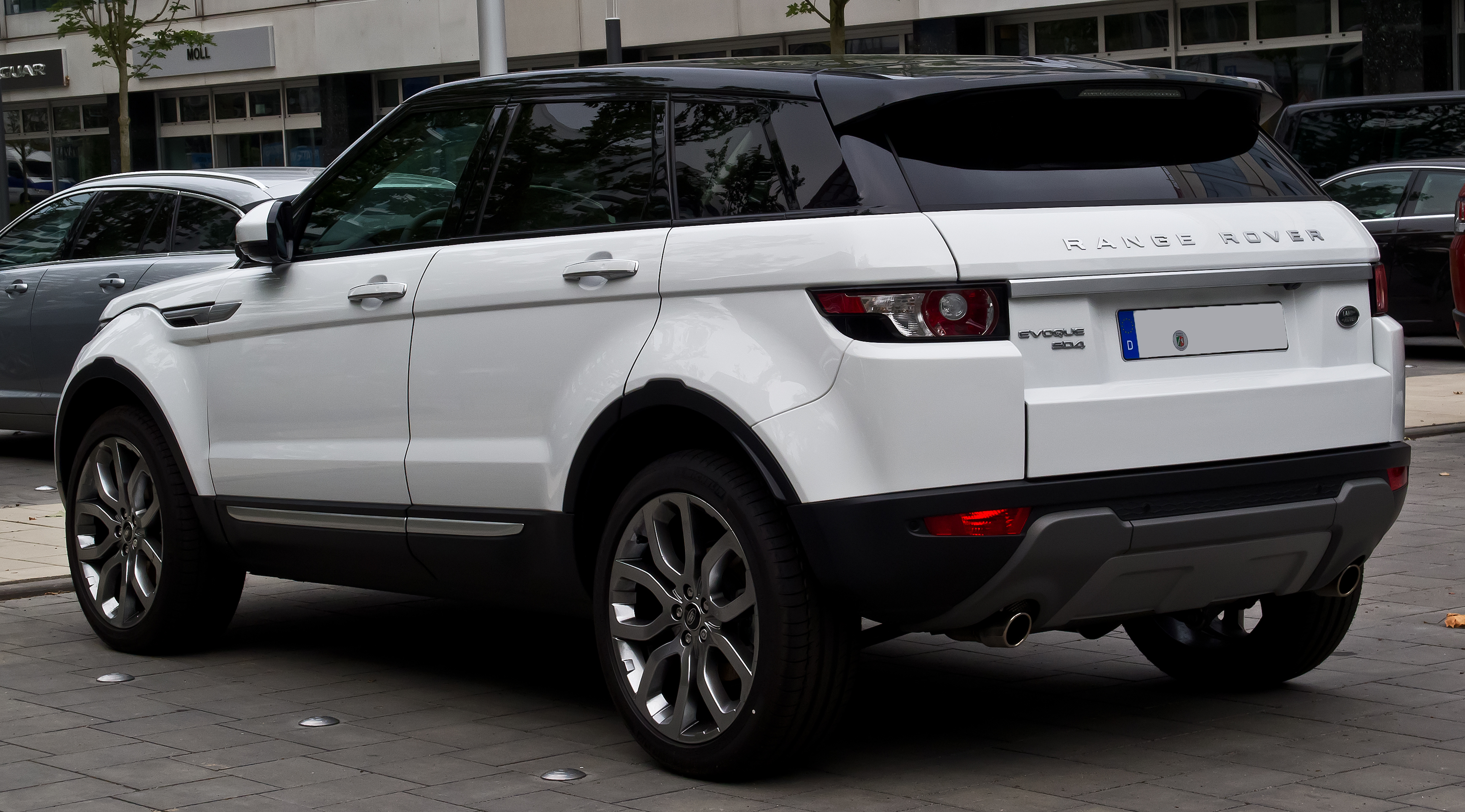File Range Rover Evoque SD4 4WD Prestige – Heckansicht 12 Juli