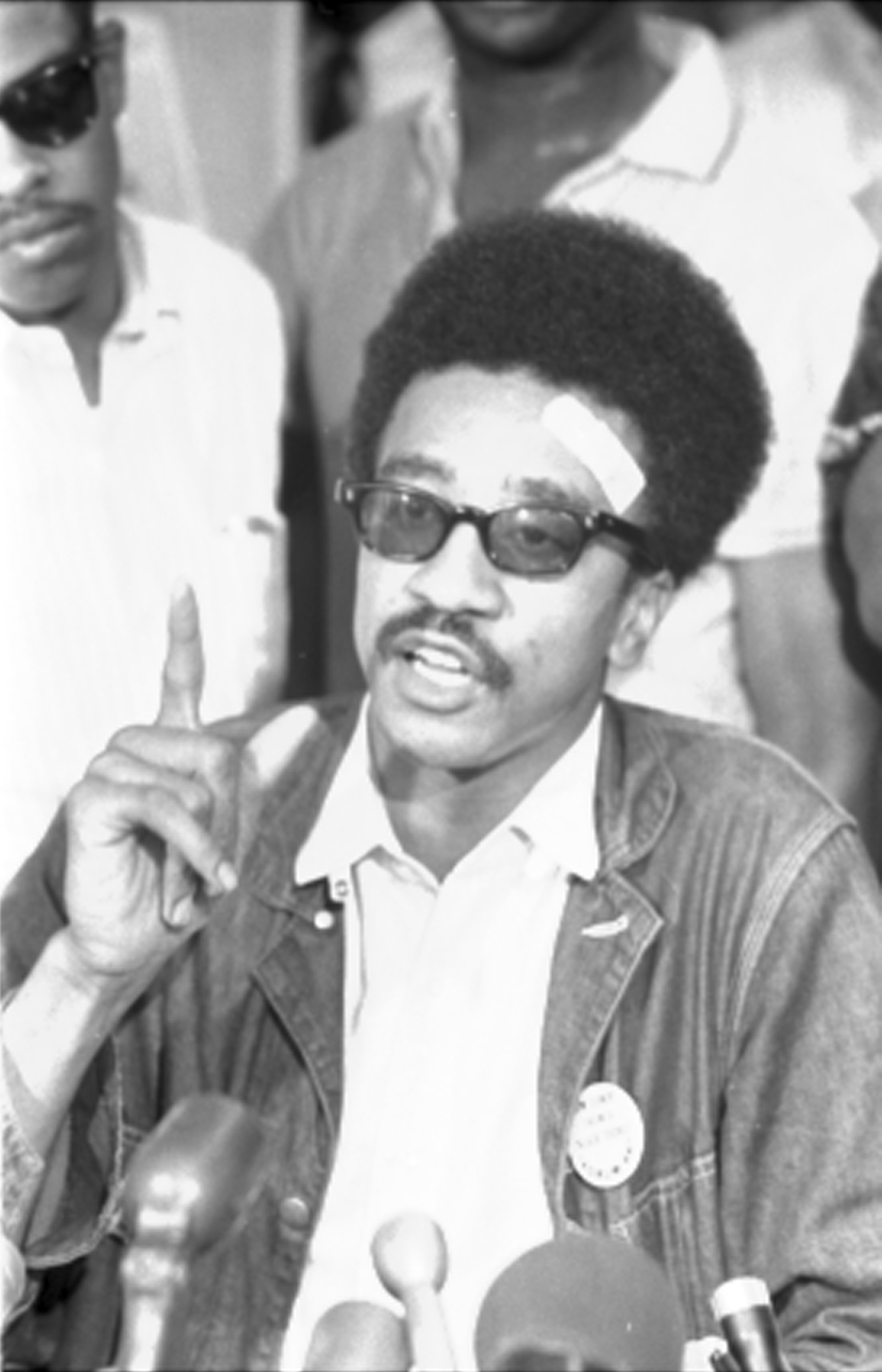 https://i1.wp.com/upload.wikimedia.org/wikipedia/commons/5/54/H_Rap_Brown_-_USNWR.jpg