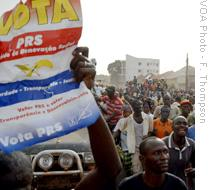 English: Supporters of opposition party candid...