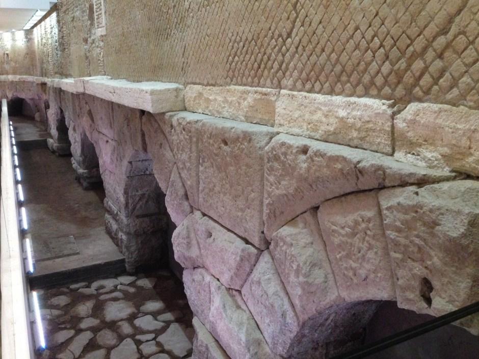 Roma subterrânea: Aqueduto Vergine, Roma.