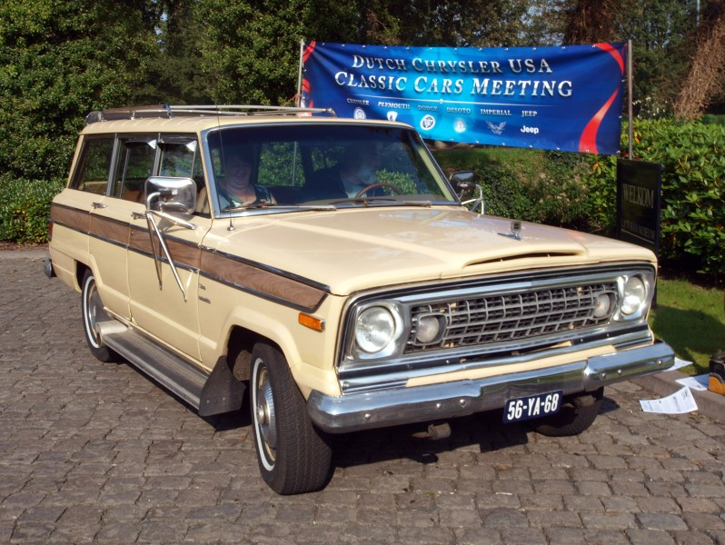 1967 jensen cars » Jeep Wagoneer  SJ    Wikipedia 1976 Wagoneer with  egg crate  front grille