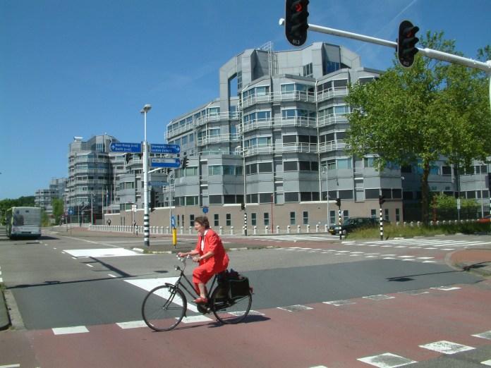 File:Zoetermeer De Leyens AIVD kantoor (2).JPG - Wikimedia Commons