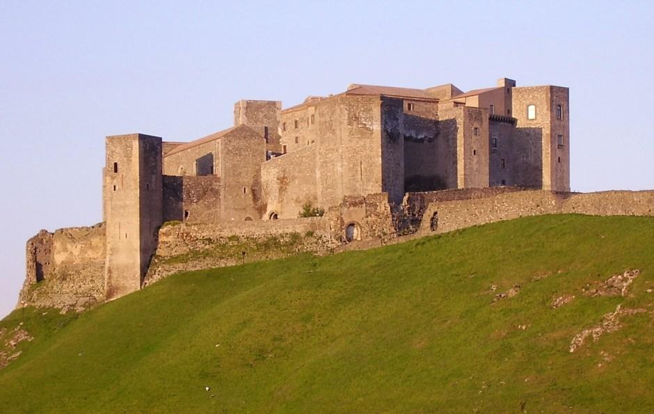 Castelos e fortalezas na Itália abertos para visitação: Castelo de Melfi, Basilicata