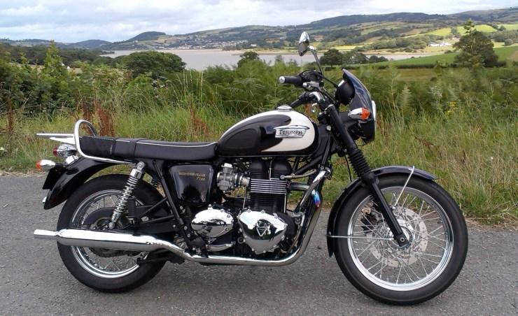File:Triumph Bonneville T100 (2011).jpg - Wikimedia Commons