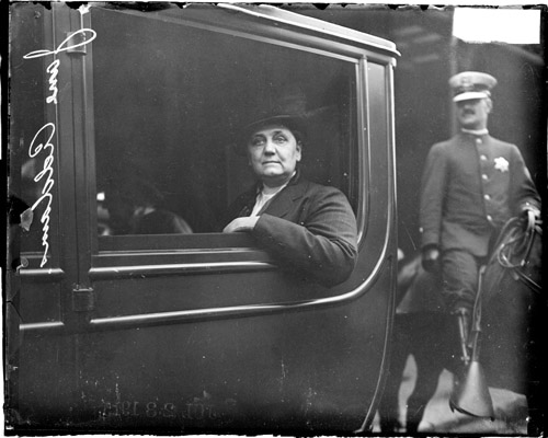File:Jane Addams in a car.jpg