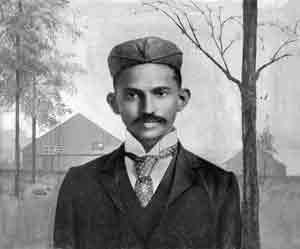 English: Gandhi shortly after arriving in Sout...